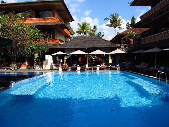 Wina Holiday Villa Hotel: Pool 1