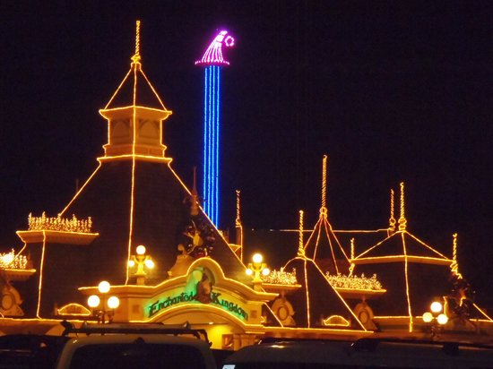 Enchanted Kingdom: ENTRANCE AT NIGHT