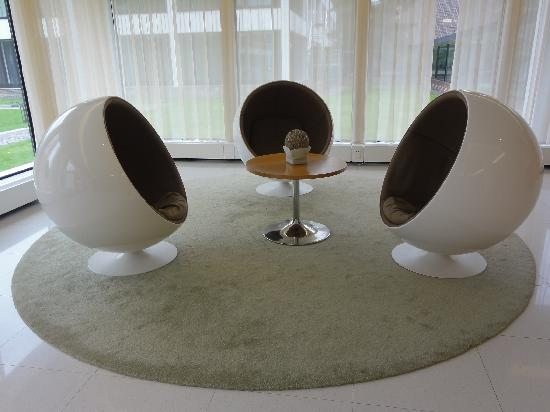 Dolce la Hulpe Brussels: funny chairs