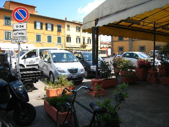 Hotel Villa Kinzica: vue de la terrasse à l'entrée