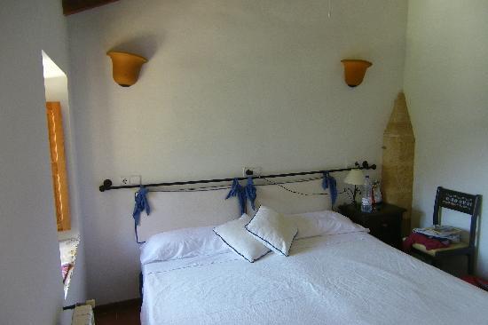 Petit Hotel Hostatgeria La Victoria: our room