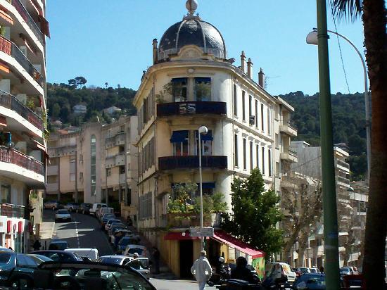 Novotel Suites Cannes Centre: the street corner