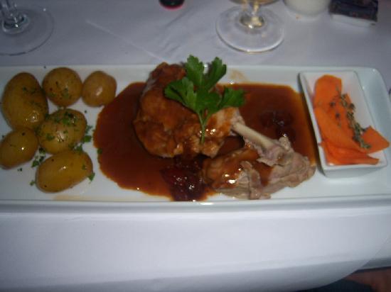 Den skaldede Kok: Fried rooster with rhubarb-vanilla compote