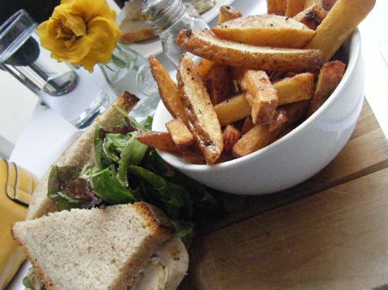 The Kitchen : Roasted Chicken Sandwich with Chips
