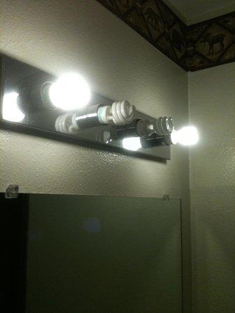 Eagle River Motel: bare lightbulbs