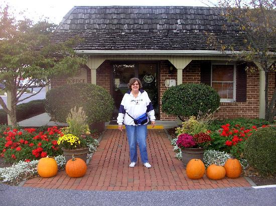 Bird-In-Hand Family Inn: Beautiful - fall decorations