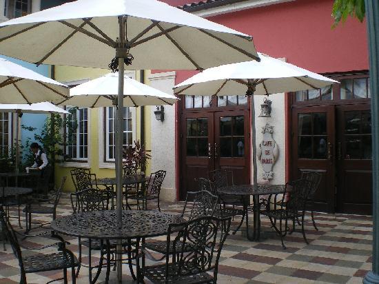 Sandals Whitehouse European Village and Spa : CAFÉ DE PARIE