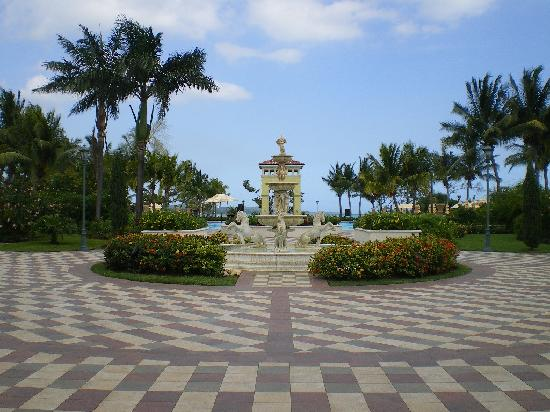 Sandals Whitehouse European Village and Spa : HOTEL DIRECTION PLAGE
