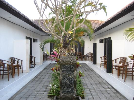Legian Guest House Bali: ingresso guest house