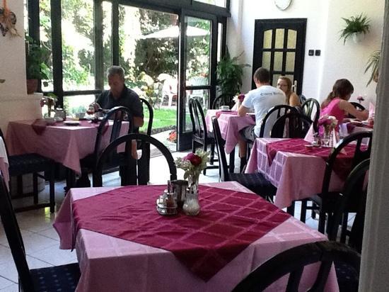 Hotel Romantik: breakfast room and patio
