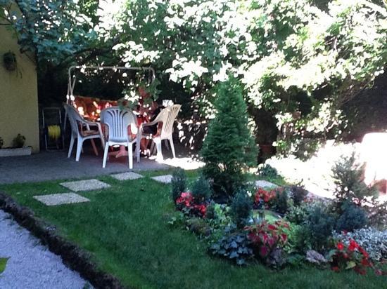 Hotel Romantik: more of the patio