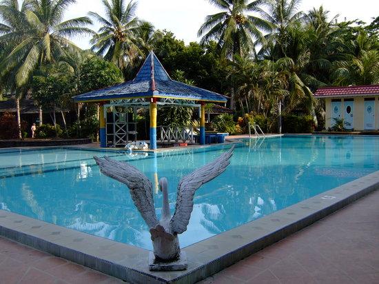 Minahasa Prima Resort: The pool