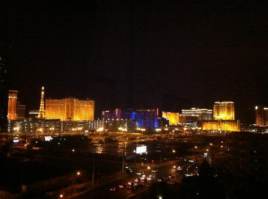 Wyndham Grand Desert: Night view from our window