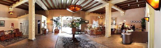 Hotel Carmel: Hotel Lobby