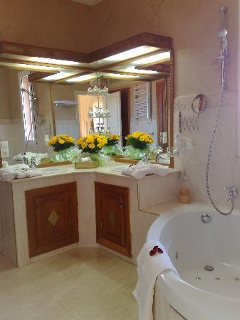 La Setifa Maison d'hotes: salle de bains pacha