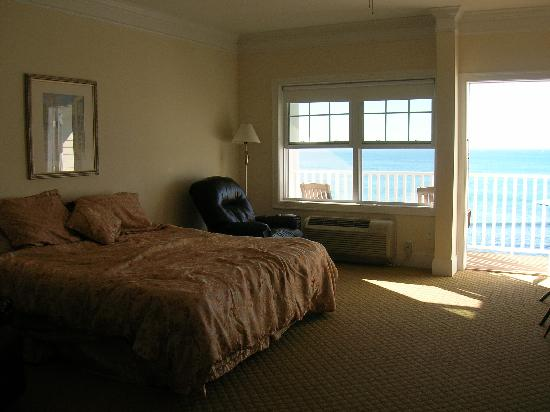 Atlantic Breeze Suites: King bed room.