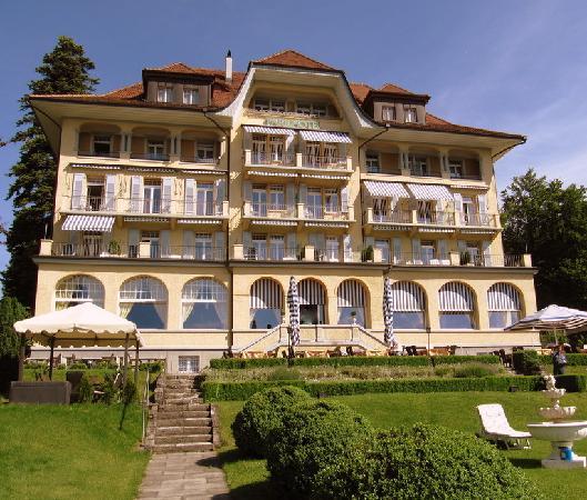 Oberhofen am Thunersee, Suiza: Meerkant van Parkhotel Oberhofen.