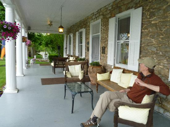 Boyce, VA: My husband relaxing on the porch