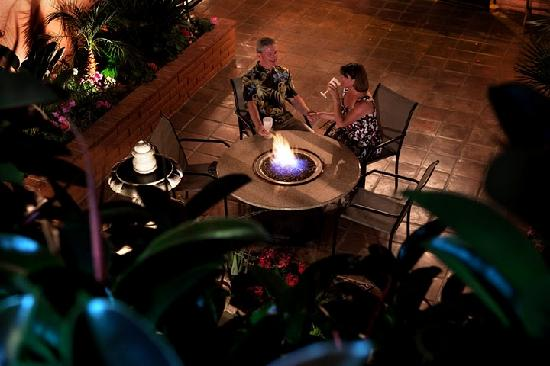 Hotel California: Enjoy cocktails near the firepit