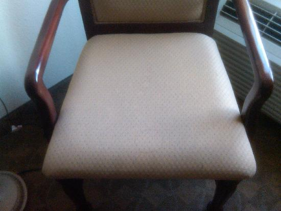 La Quinta Inn & Suites Dodge City: Stained Chair