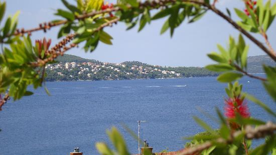 Tonina Apartments: uitzicht vanuit de tuin