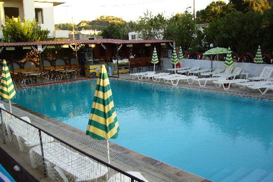Lisa Hotel: Pool & Snack bar