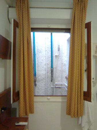 Llanca, Spain: ventana habitación 1