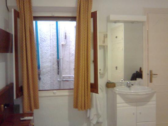 Hotel La Goleta: ventana habitación 2
