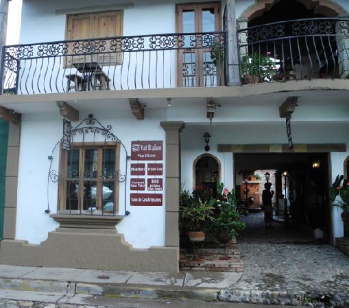 Yat B'alam Boutique Hotel: Front entrance