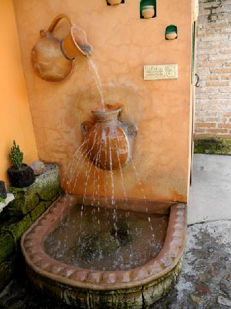 Yat B'alam Boutique Hotel: fountain