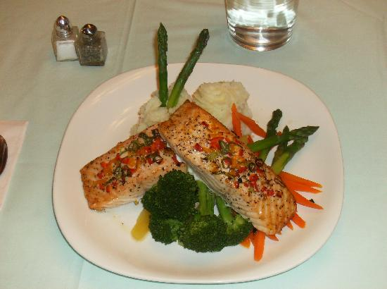Bayview Country Inn: Scottie's Salmon Dinner