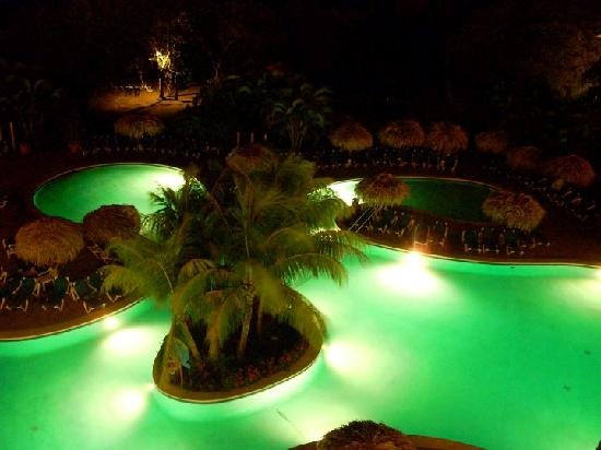Allegro Papagayo: The pool at night