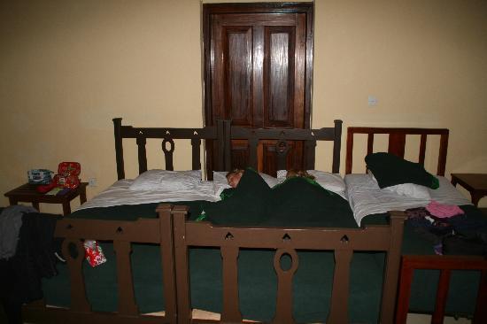 Grosvenor Hotel : Huge bed!