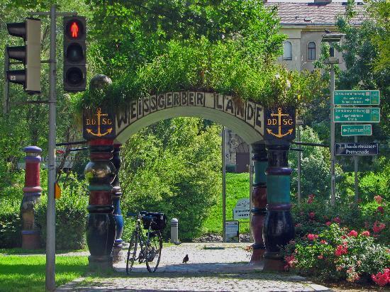 Kunsthaus Wien : Nearby Hundertwasser Promenade