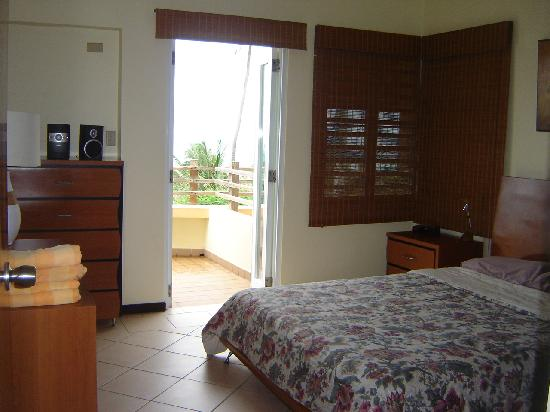 Fusion Beach Villas : partial bedroom view from door