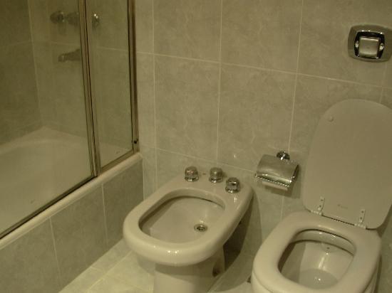 Exe Hotel Cataratas: Baño
