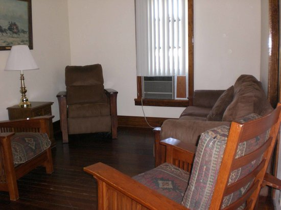 Fort Robinson State Park Lodge: Living Room With Window Air Conditioner