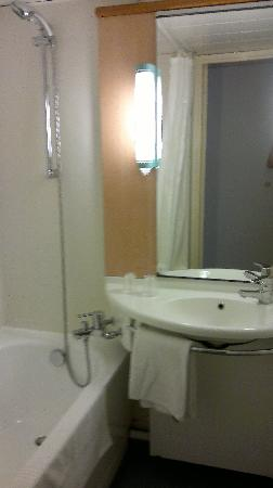 Ibis Metz Centre Cathedrale : bathroom