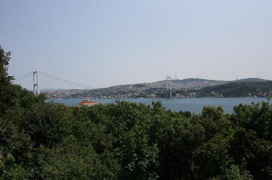 Turki: The Bosphorus Bridge in Istanbul