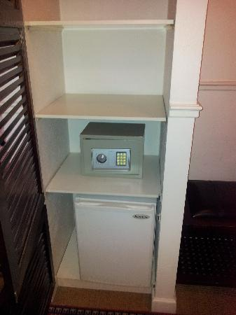 Carlton Guldsmeden - Guldsmeden Hotels: Safe and fridge