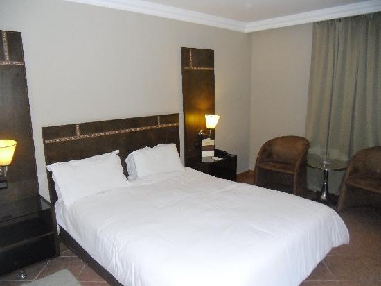Chambre Standard Avec Lit Double Vue Sur Rue Picture Of Hotel - Lit double standard
