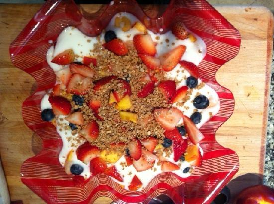 Smoothie Cafe: Fruit & Yogurt Parfait