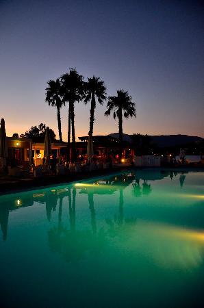 Louis Corcyra Beach Hotel: The pool at dawn.