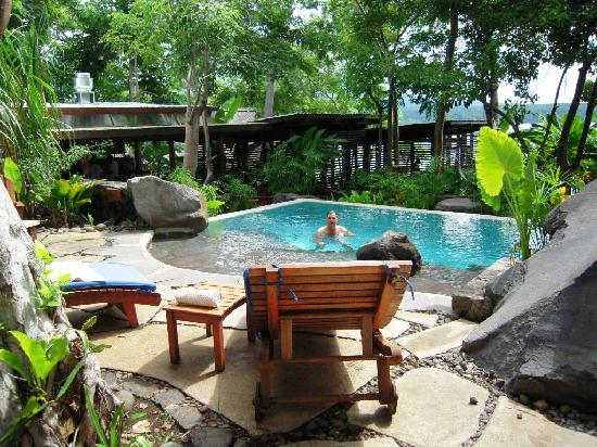 Jicaro Island Ecolodge Granada: pool with rock formations ,self cleaning horizon type very clean