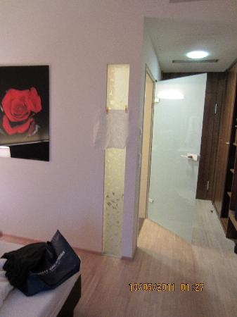 Blumenhotel : privacy???not here