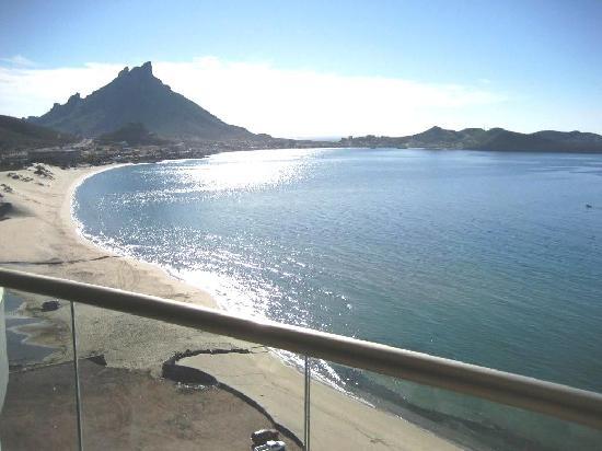 Condo-Hotel Playa Blanca: beach view to the east