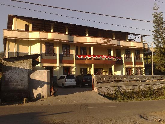 Flores Sare Hotel: front