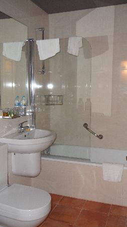 Hospederia de Loarre: our bathroom
