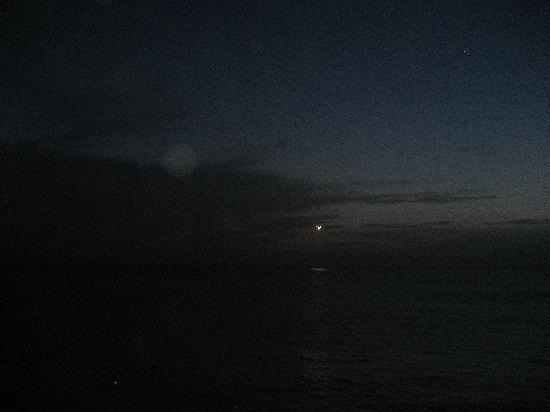 Sunset Beach Bar: Planes at dusk