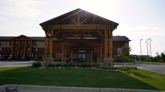 Best Western Plus Kelly Inn & Suites: Frontview of hotel -